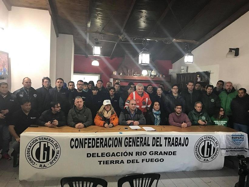 En la sede de SETIA, el Secretario General, Mariano Tejeda, leyó un comunicado refrendado por las entidades sindicales que conforman la Regional local de la CGT. Foto: Facebook Silvia Gomis.