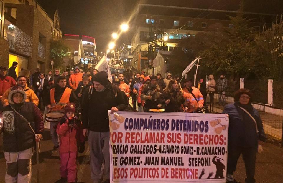 La Unión de Gremios realizará este viernes una caravana de autos en Río Grande y una marcha de antorchas en la ciudad de Ushuaia.