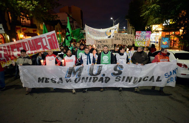 La Mesa de Unidad Sindical llevó a cabo una movilización por sectores céntricos de la ciudad de Río Gallegos.