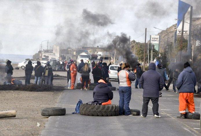 En Caleta Olivia los municipales volvieron a cortar la ruta nacional Nº 3.