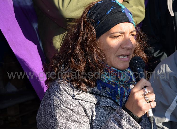 """""""Nosotros seguimos en la carpa, no solo el SUTEF, sino todos los sindicatos que conformamos la Unión de Gremios"""", ratificó Verónica Andino."""